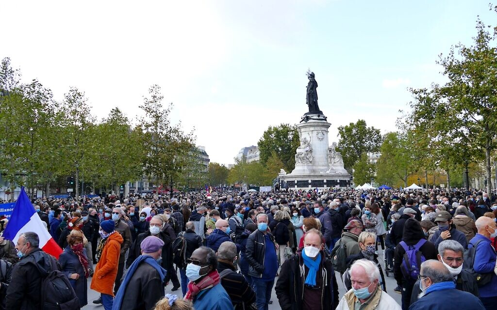 Gathering in homage to Samuel Paty, at Place de la République in Paris. (Wikipedia/Author	Siren-Com)