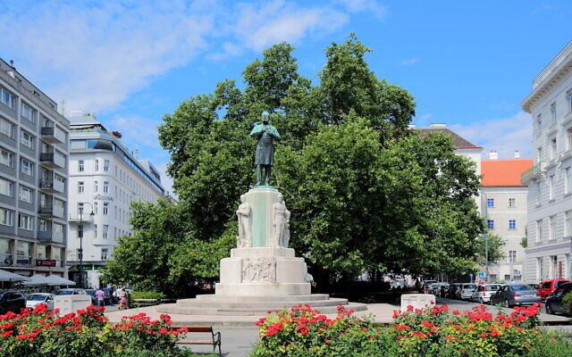 Monument at Dr. Karl Lueger Platz  (Wikipedia/ © Bwag/CC-BY-SA-4.0)