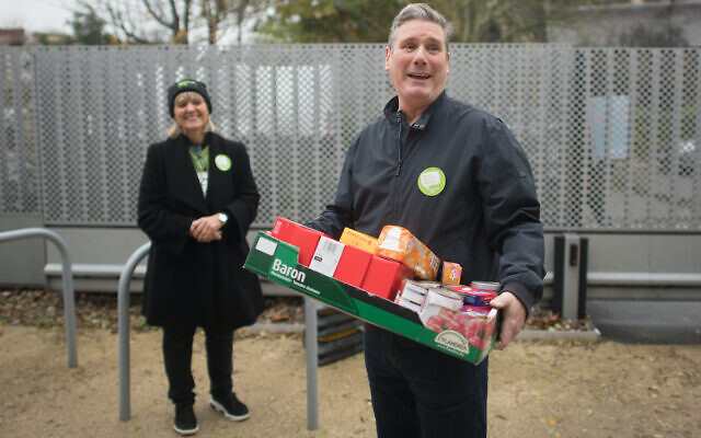 Labour leader, Sir Keir Starmer helps with distributing food parcels at South Hampstead Synagogue in north London today to mark Mitzvah Day. He is pictured with Mitzvah Day founder Laura Marks (PA media/ Stefan Rousseau)