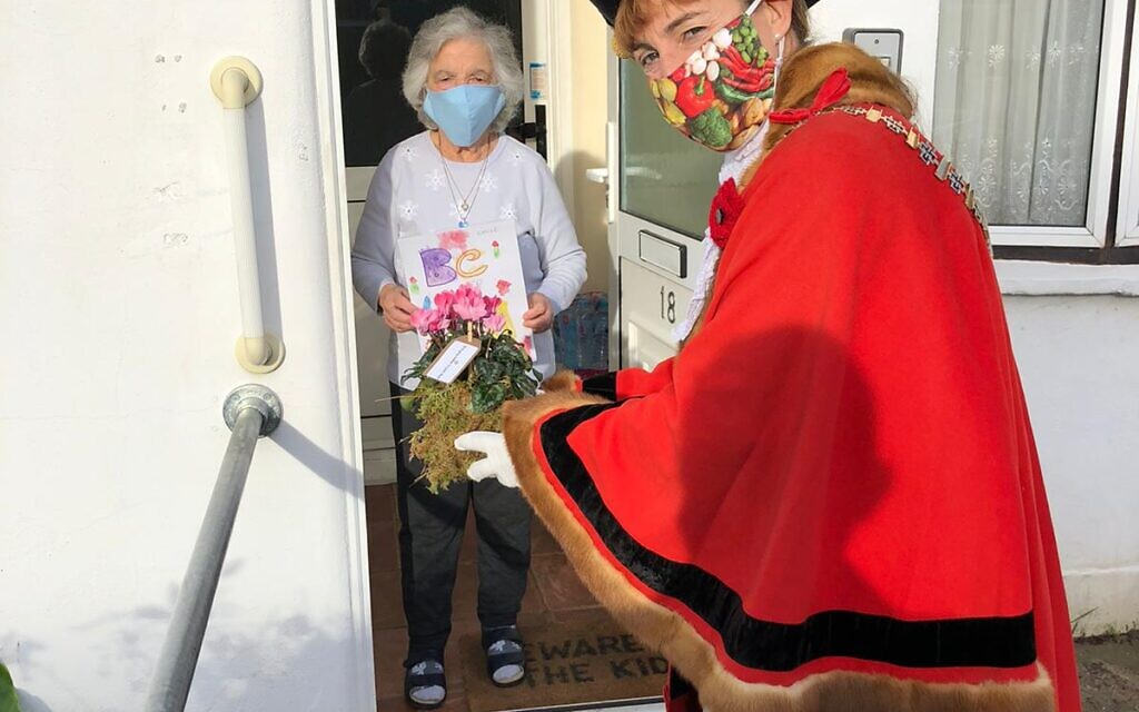 Barnet Mayor Caroline Stock takes part in Bringing Smiles To Your Door campaign with Age UK delivery