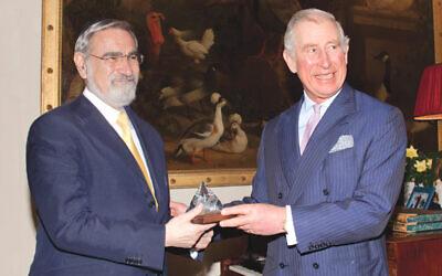 Prince Charles presenting Rabbi Lord Sacks with the Templeton Prize (Agency)