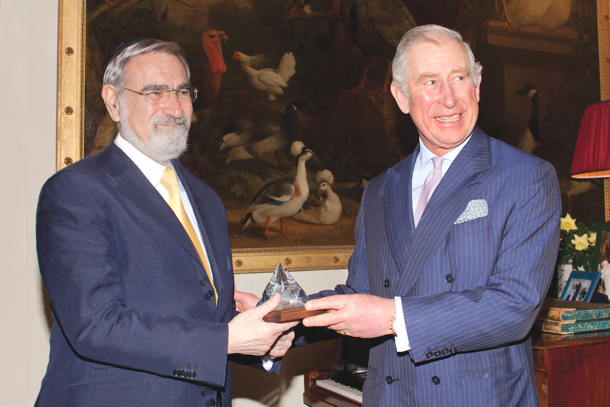 Prince Charles presenting Rabbi Lord Sacks with the Templeton Prize (Agency)