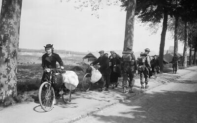 Belgian civilians fleeing westwards away from the advancing German army, 12 May 1940 (Wikipedia / AuthorKessell (Lt), War Office official photographer /  IWM Non Commercial Licence / https://www.iwm.org.uk/corporate/policies/non-commercial-licence/ )