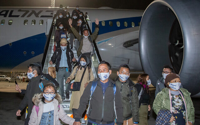 Bnei Menashe arriving in Israel. (Photo Credit: Eleonora Shiluv. Courtesy of the Ministry of Aliyah and Integration.)