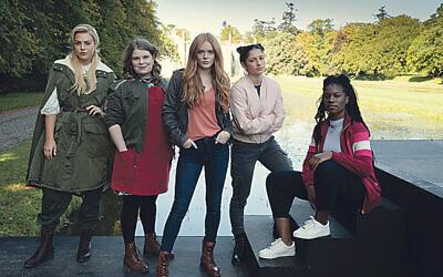 Fate: The Winx Club Saga Season 1. Hannah van der Westhuysen as Stella, Eliot Salt as Terra, Abigail Cowen as Bloom, Elisha Applebaum as Musa, Precious Mustapha as Aisha in Fate: The Winx Club Saga Season 1. Cr. Jonathan Hession/NETFLIX © 2020