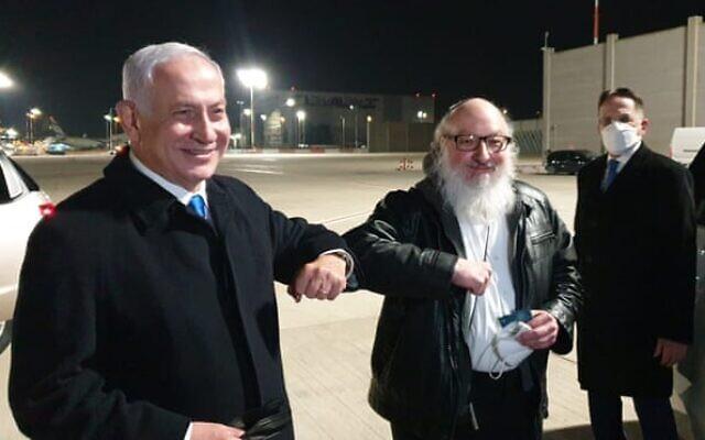 Jonathan Pollard being greeted by Benjamin Netanyahu on the tarmac at Ben Gurion