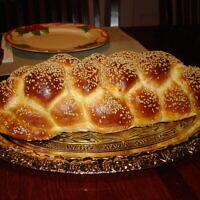 Braided challah (Wikipedia/ Author: Aviv Hod/ Attribution 3.0 Unported (CC BY 3.0))