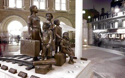 Liverpool Street Station Kindertransport memorial