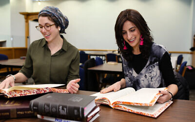 Rabbanit Leah Sarna and Rabbi Dina Brawer  (credit Shulie Siedler-Feller)