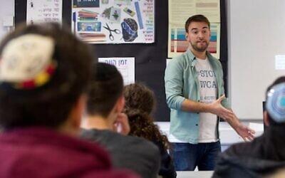 Jonny Benjamin speaking to students at JFS