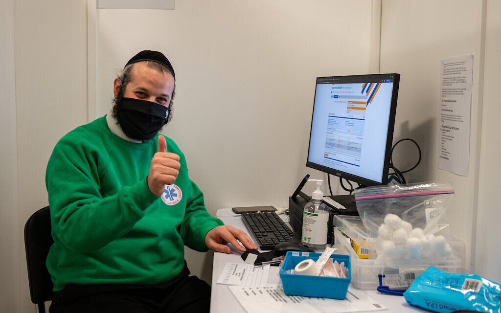 Jewish volunteer at the vaccination centre
