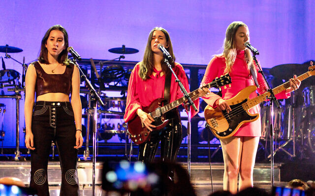 Haim performing in April 2018 From left to right: Alana, Danielle, Este Haim (Wikipedia/  Source: HaimFoxPomona110418-25. Author:	Raph_PH /Attribution 2.0 Generic (CC BY 2.0))