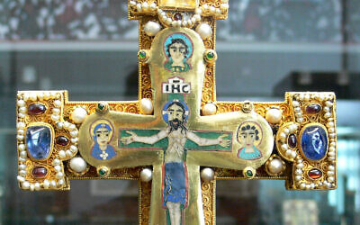 Cross from the Guelph Treasure (Bode Museum, Berlin)  (Wikipedia/Author	User:FA2010 / Public domain)