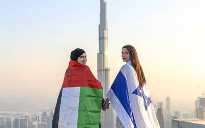 The photo of Norah Alawadhi and Ronny Gonen standing together in Dubai became a viral hit last October (Photo: Instagram/@thekingnorah)