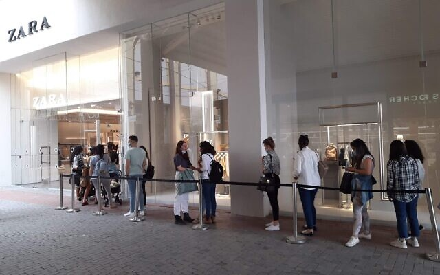 Queues outside the shops on Israelis' day off