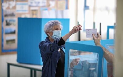 An early voter prepares to cast her ballot in Tel Aviv on Wednesday (Photo: Ilia Yefimovich/dpa/Alamy Live News)