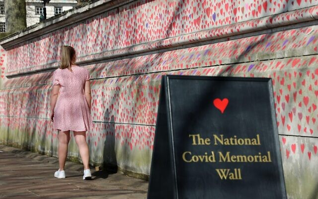 Hearts of the National Covid Memorial drawn by the Bereaved Friends and Family of Covid-19 on the embankment of the River Thames opposite the Houses of Parliament. The first of around 150,000 hearts which will be drawn on several hundred metres of the wall outside St. Thomas' Hospital in London, where Boris Johnson was admitted on contracting Covid last year. Credit: Paul Brown/Alamy Live News