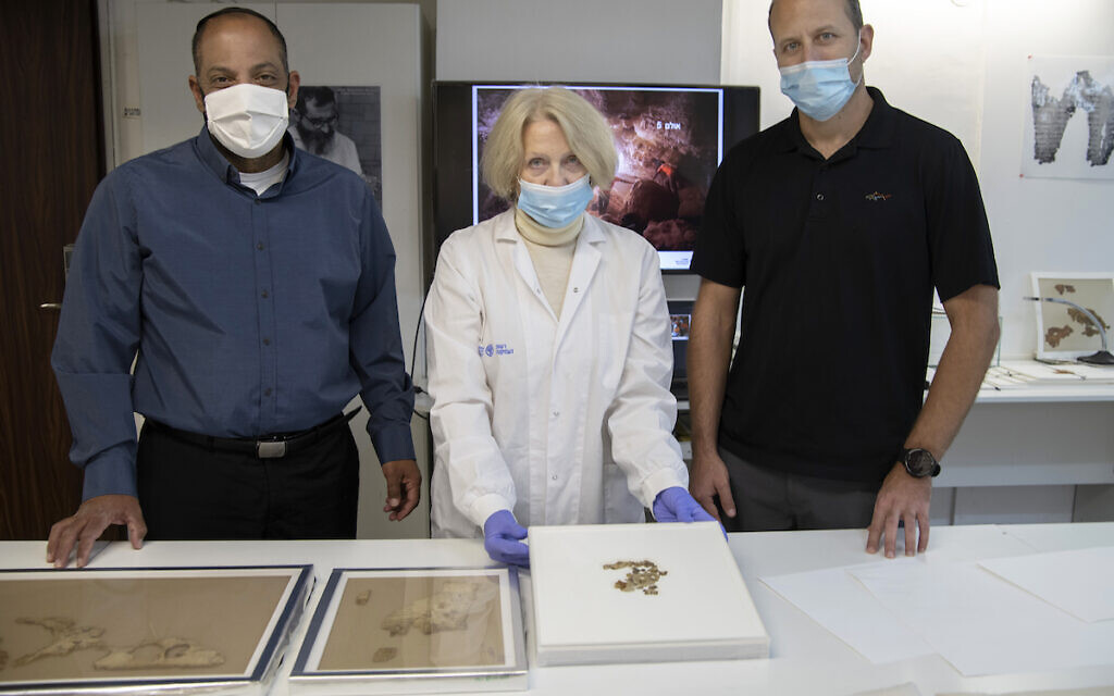 From Right to Left: Raz Frohlich, Tanya Bitler,  Avi Cohen. Photo-Shai Halevi Israel Antiquities Authority