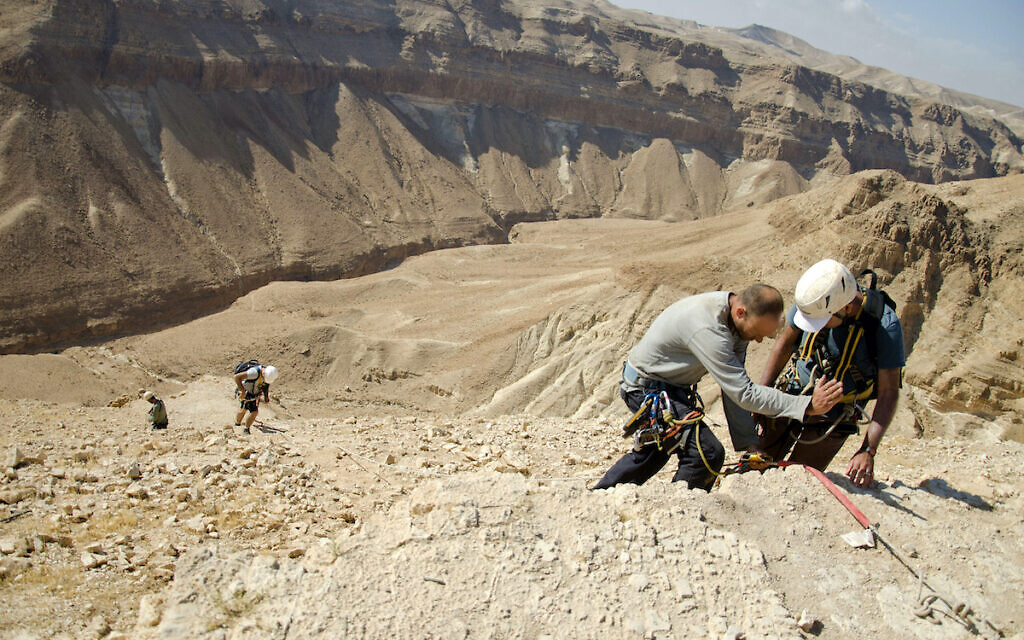 Rappeling to the Skull cave. Photo Yoli Schwartz Israel Antiquities Authority
