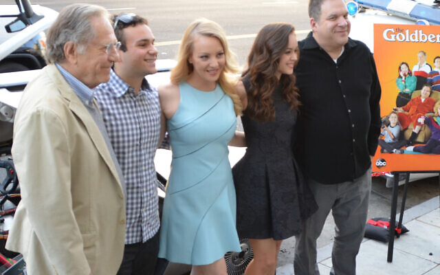 Segal (left) with The Goldbergs cast, 2014 (Wikipedia/AuthorMingle MediaTV/ Source: https://www.flickr.com/photos/minglemediatv/14085577173/ / Attribution-ShareAlike 2.0 Generic (CC BY-SA 2.0))