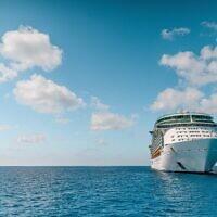 Cruise ship (Photo by Josiah Weiss on Unsplash)