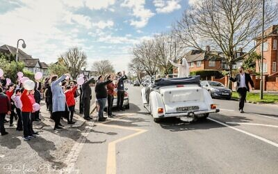 Pupils at IJDS greet Leora on her wedding day (Image: Dina Erlich)