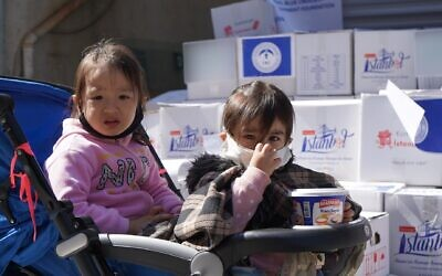 Young Uyghur children in Istanbul collecting food parcels (Photo: WJR)