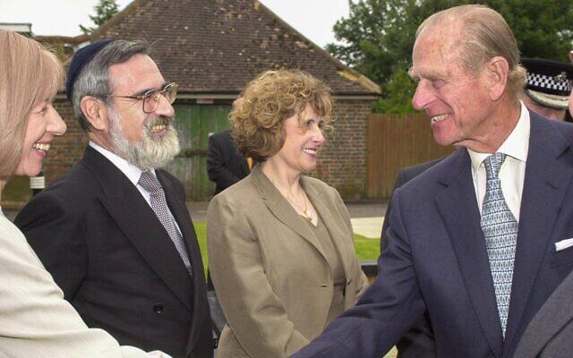 Prince Philip greeting Rabbi Lord Sacks at Hertsmere Jewish Primary (Credit: David Katz)
