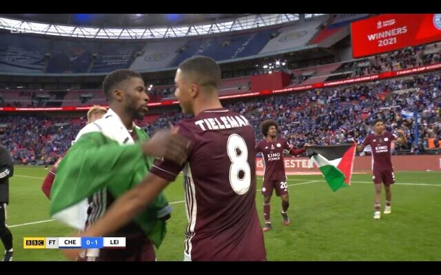 Screenshot from the BBC of two Leicester players holding a Palestinian flag