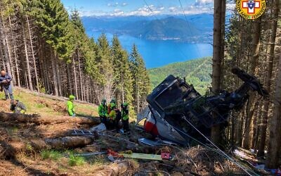 The gondola landed on the mountainside (Photo: National Alpine and Speleological Rescue Corps of Italy)