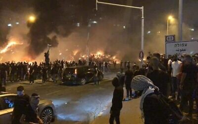 Scenes of rioting in Lod (Photo: Twitter)