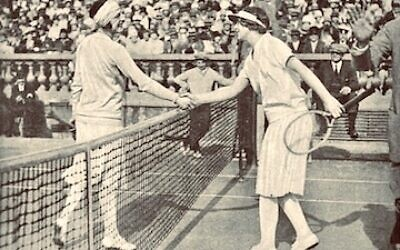 The Goddess and The American Girl tells the story of French prima donna Lenglen and California sensation Helen Wills against the backdrop of the Roaring Twenties.