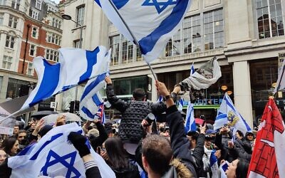 Around 1,500 people assembled in central London on Sunday in support of Israel.