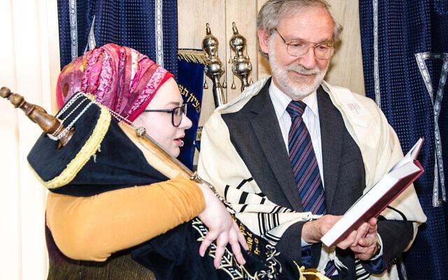 Hannah Witziers with Rabbi David Hulbert at Tikvah Chadasha