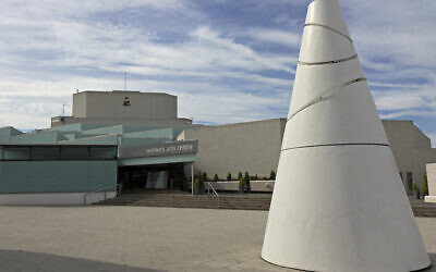 Warwick Arts Centre (Wikipedia/Sourcehttps://commons.wikimedia.org/w/index.php?title=File:WTC_Steve_Walton_IMG_9613WarwickArtsCentre.jpg&oldid=79769905 Author:Steve Walton )