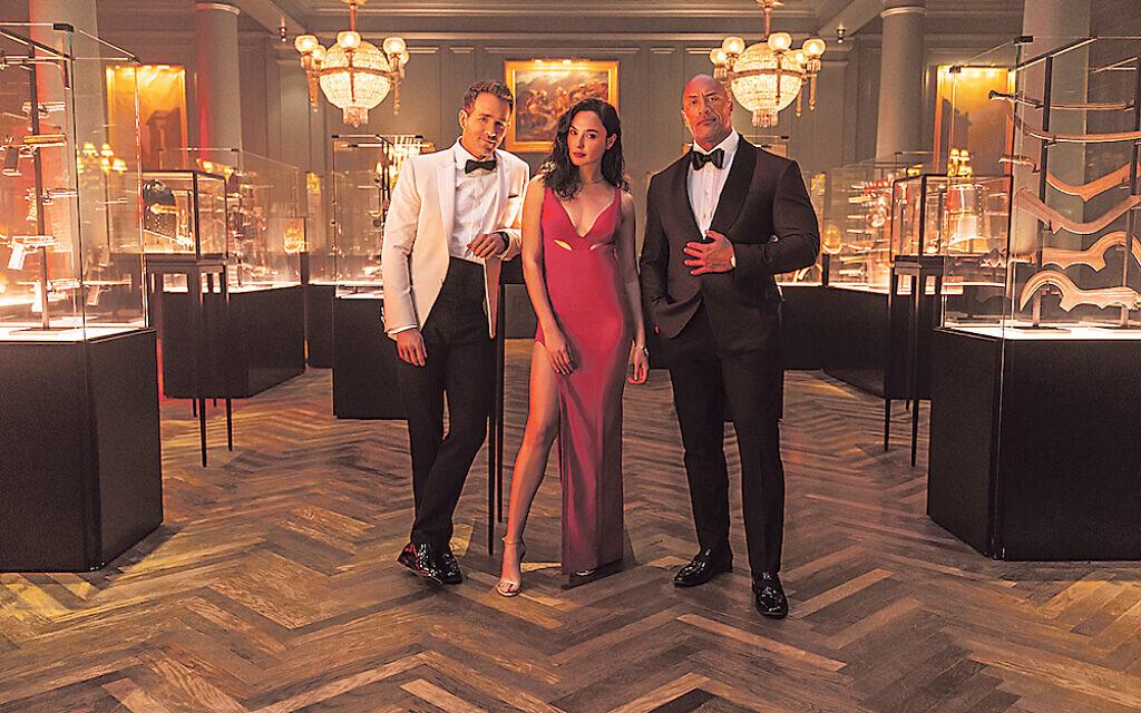 Red Notice: (L-R) Ryan Reynolds, Gal Gadot  and Dwayne Johnson.