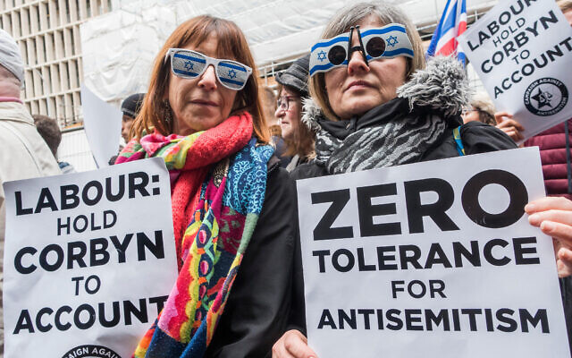An antisemitism protest against Jeremy Corbyn, outside Labour Party offices in Victoria Street. Credit: Guy Bell/Alamy Live News