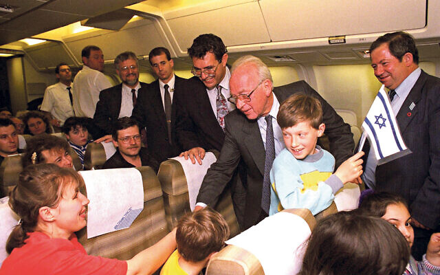 Yitzhak Rabin welcomes Russian immigrants in April 1994