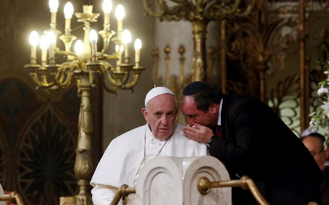 Pope Francis listens to a member of the Jewish community during a visit to Rome's Great Synagogue in 2016 (Photo: Reuters)