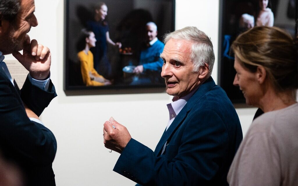 Holocaust survivor Steven Frank with the portrait by the Duchess of Cambridge  (© Derryn Vranch / Royal Photographic Society)