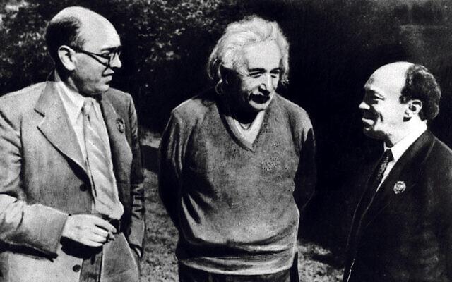 Solomon Mikhoels right met Albert Einstein and Itzik Feffer in 1943
