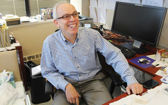 Praise mounts for Avi Lewinson, leaving his desk after 25 years at the Kaplen JCC.