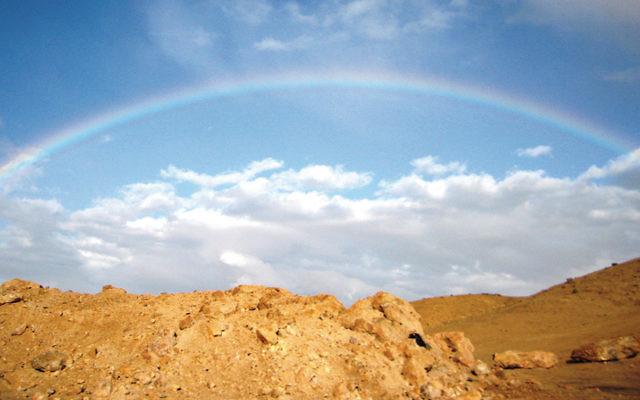 Hi, Keshet — a rainbow arcs over Arad. (Lehava Netivot via PikiWiki — Israel)