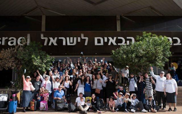 Olim arrive in Israel, October 14, 2015. (Ben Kelmer)