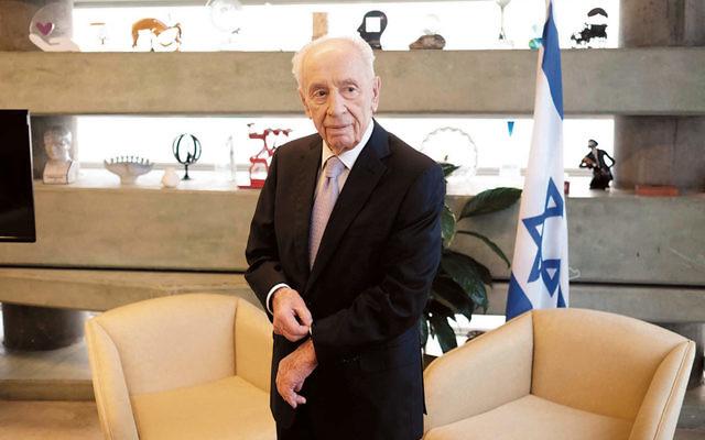 Shimon Peres in Tel Aviv on November 30, 2015. (Tomer Neuberg/Flash 90)