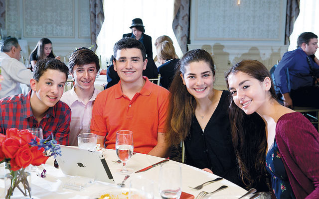 Valley Chabad teen volunteers at the honorary event last year. (Srivki Weinberg)