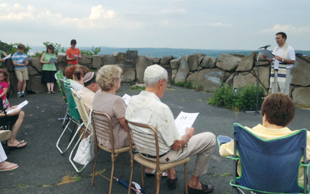 Rabbi David Widzer of Temple Beth El leading Prayers on the Palisades last year. (Courtesy TBE)