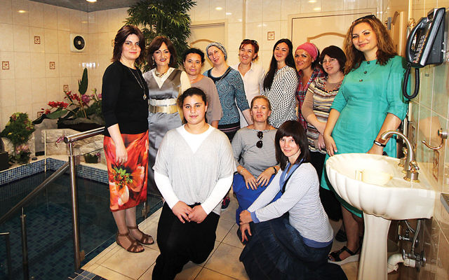 Standing, far left, are Rebbetzins Chana Wolff and Shterney Kanelsky, with the women taking the tour. (Courtesy Bris Avrohom)