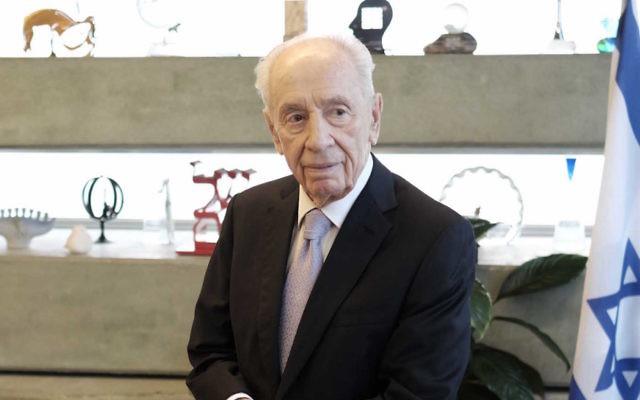Shimon Peres in Tel Aviv, Nov. 30, 2015 (Tomer Neuberg/Flash90)