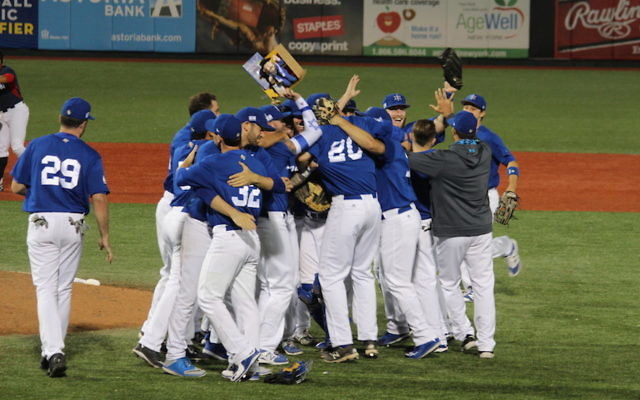 Team Israel celebrates after defeating Great Britain in the qualifying tournament championship game in Brooklyn, N.Y., Sept. 25, 2016. (Hillel Kuttler)